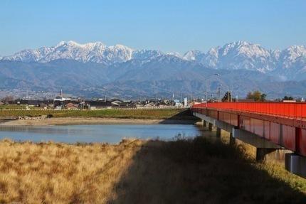 富山市内の神通川の付け替えと立山連峰.jpg