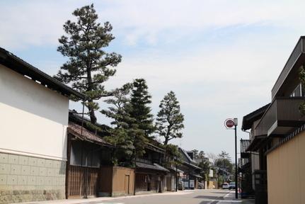 野々市宿付近の町並みと金沢.jpg